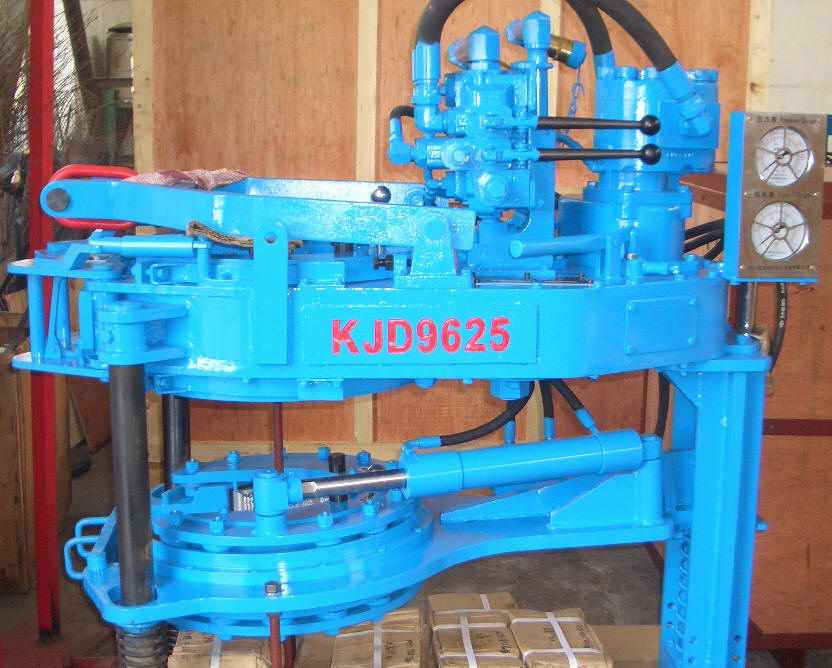 well servicing hydraulic tong